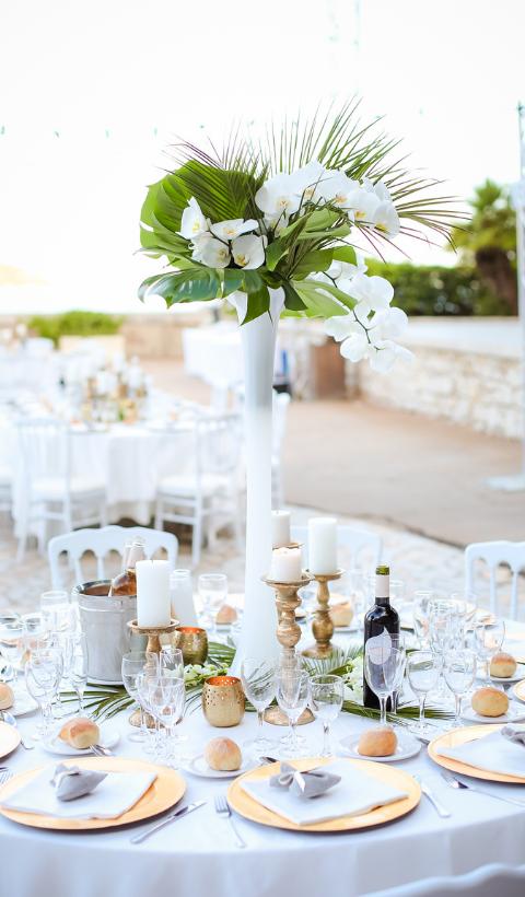 Centre de table avec fleurs exotique Noce de Rêve by FLOVINNO