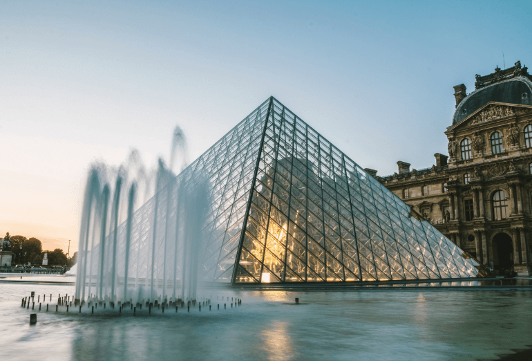 paris-pyramide-louvre