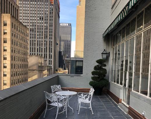 Balcon New Yorkais Noce de rêve by Flovinno