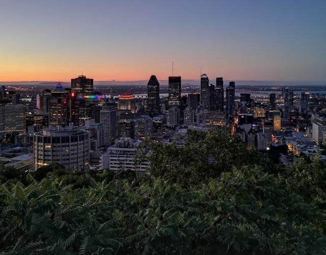 Vue le soir sur les buildings de Montréal Noce de Rêve by flovinno
