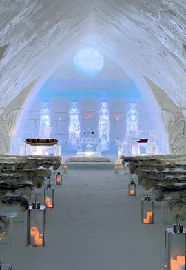 Intérieur d'une chapelle de Glace à Québec Noce de rêve by Flovinno