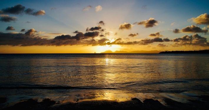 Couché de soleil en Martinique Noce de Rêve by Flovinno