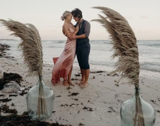 Couple à la plage Noce de rêve by Flovinno