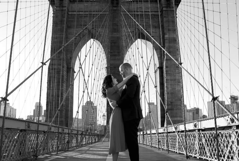Photo de couple en noir et blanc à New-York Noce de Rêve by Flovinno