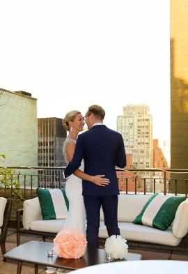 Couple de marié sur une terrasse de New-York Noce de Rêve by Flovinno
