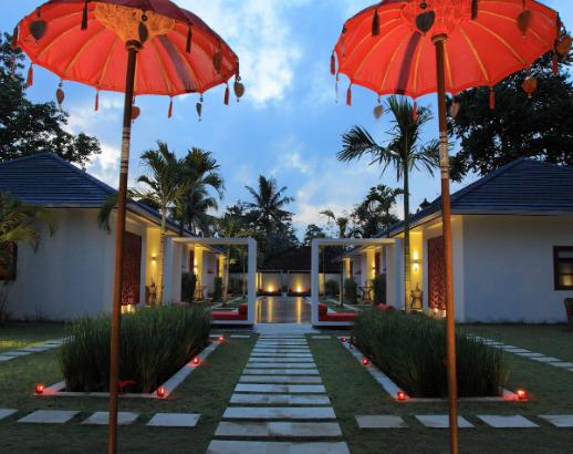 Allée d'un hôtel à Bali Noce de rêve by Flovinno