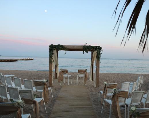 Cérémonie au bord de plage Noce de rêve by Flovinno