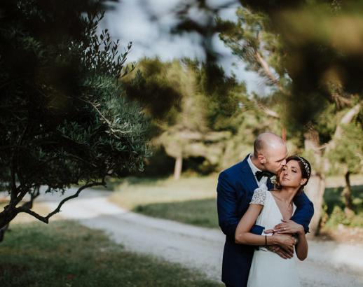 Photo de mariage de Déborah et Klaas sous les olivier Noce de rêve by Flovinno