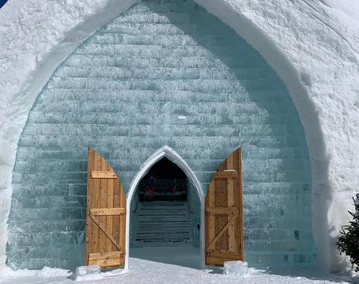 Mur en glace d'une chapelle à Québec Noce de Rêve by Flovinno