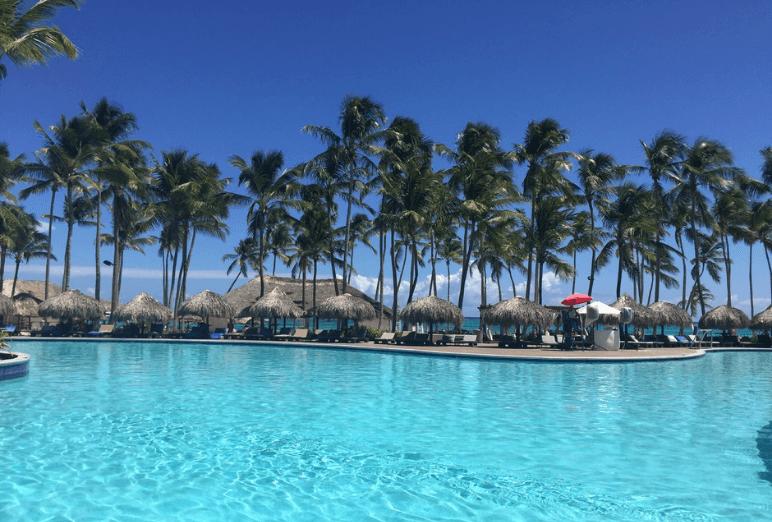 Piscine et Palmiers à Punta Cana Noce de rêve by Flovinno
