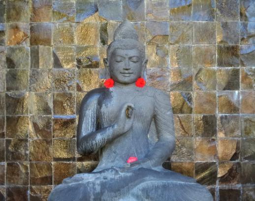 Statue d'un Bouddha à Bali Noce de rêve by Flovinno