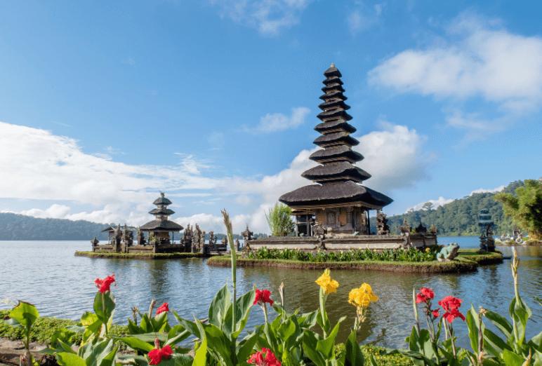 Temple à Bali Noce de rêve by Flovinno